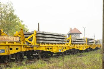 """Kolejowy """"kombajn"""" na rewitalizowanej linii Toszek – Stare Koźle"""