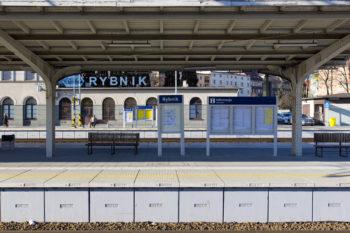 Pasażerowie chętnie korzystają z odnowionej stacji Rybnik