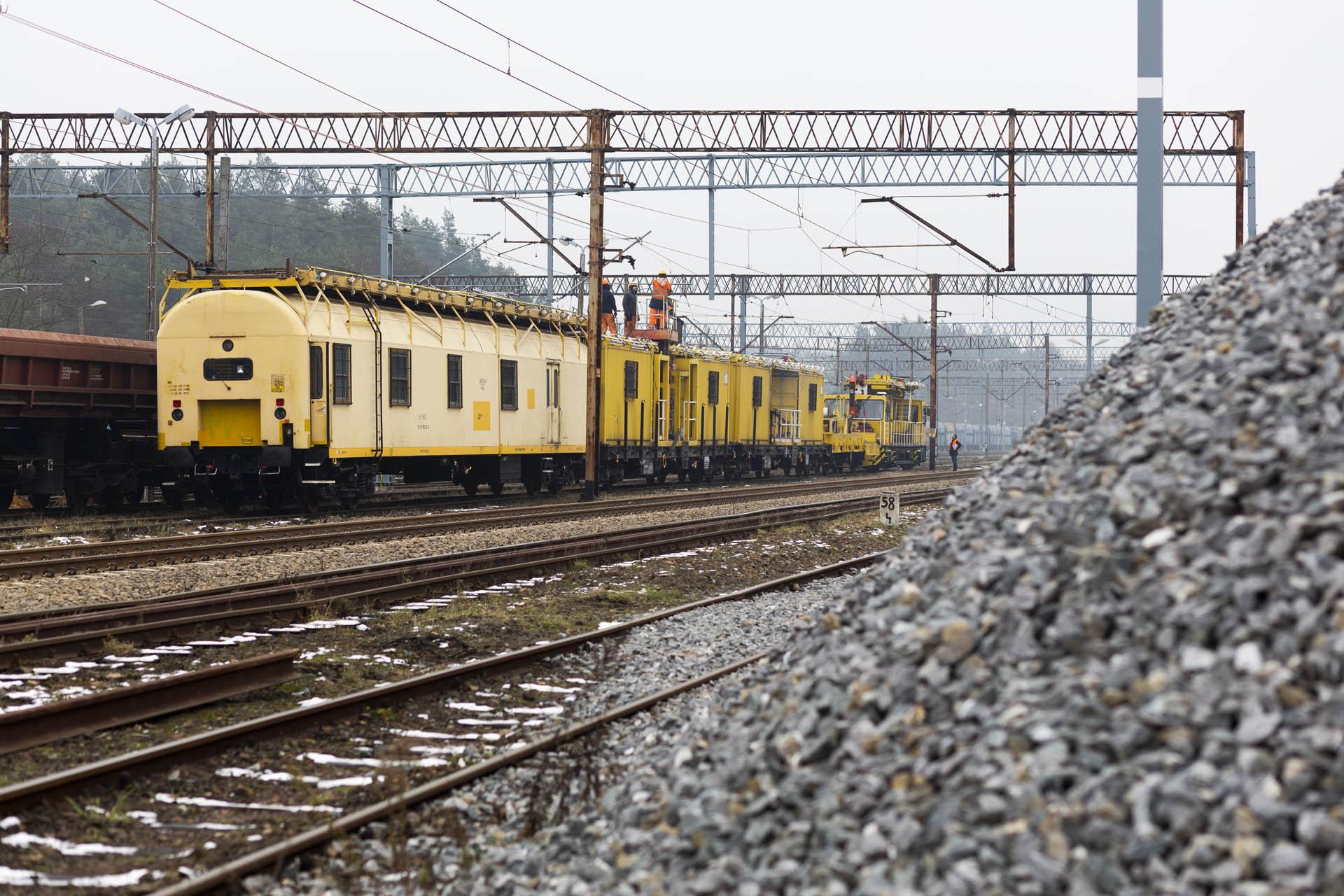 Obrazek: pociąg do podwieszana trakcji