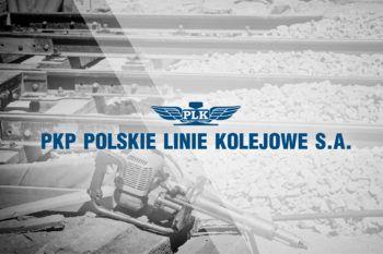 Obrazek: Logotyp PKP PLK na szarym tle.