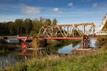 PAŹDZIERNIK 2019: Nasuwanie przęsła na Moście nad Kanałem Kędzierzyńskim