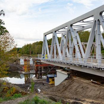 Zdjęcie: widok na nowe przęsło na Kanale Kędzierzyńskim podczas nasuwania.
