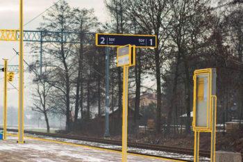 Zdjęcie: tablica informacyjna na peronie