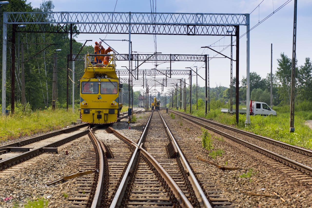 Obrazek: pociąg do podwieszania trakcji