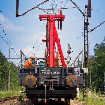 Zdjęcie: pociąg do zawieszania sieci trakcyjnej.