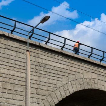Zdjęcie: detal elewacji na moście Zamysłowskim.