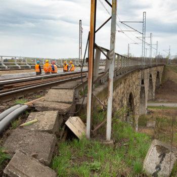 Zdjęcie: Most Zamyłowski a na nim robotnicy.