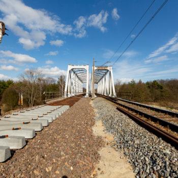 Zdjęcie: w połowie wyremontowany most nad Kanałem Gliwickim.