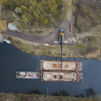 Zdjęcie: widok z lotu ptaka na remont mostu nad Kanałem Kędzierzyńskim.