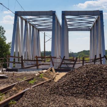 Zdjęcie: lato, widok na wiadukt kolejowy nad DK94.