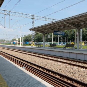 Zdjęcie: Wyremontowany peron z wiatą na stacji Rybnik.