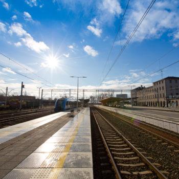 Zdjęcie: wyremontowane perony na dworcu w Rybniku.