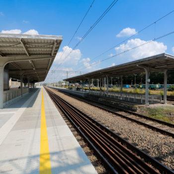 Zdjęcie: widok na wyremontowany peron na dworcu w Rybniku.