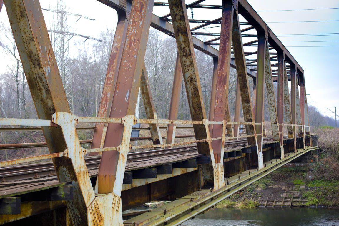 Zniszczony most nad Kanałem Kędzierzyńskim