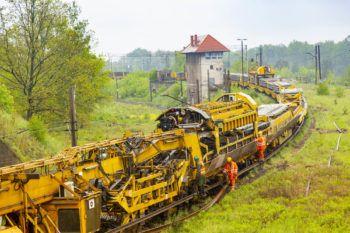 """MAJ 2019: Kolejowy """"kombajn"""" na rewitalizowanej linii Toszek – Stare Koźle"""