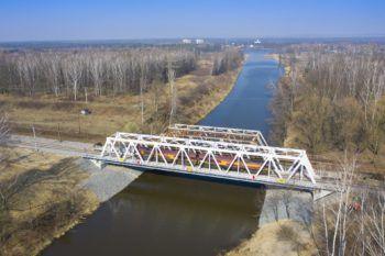 Obrazek: most nad Kanałem Kędzierzyńskim z lotu ptaka