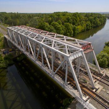 Zdjęcie: letni widok na Most na Kanale Gliwickim. Widok z lotu ptaka.