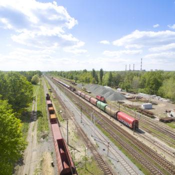 Zdjęcie: widok z lotu ptaka na wyremontowane torowisko w okolicach stacji Sławęcice.
