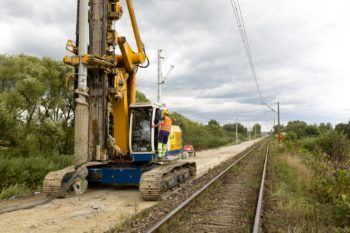 Wrzesień 2020: maszyny na modernizowanej trasie