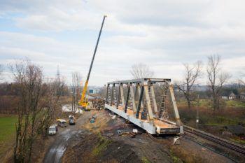 Grudzień 2020: nasuwanie mostu na rzece Białej