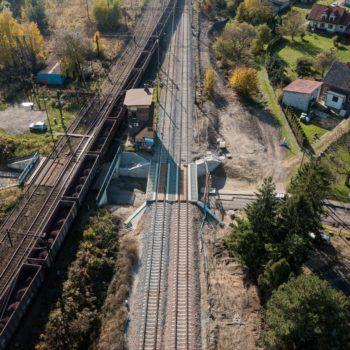 Zdjęcie: widok z lotu ptaka na wiadukt w Babicach.